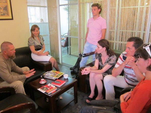 Игорь Гришин даёт интервью журналам Собака и Советник в красноярском 'PR-центре', генеральный директор Снежана Ильчева